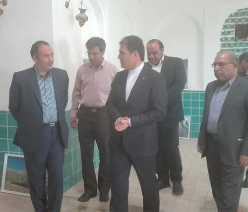 مهندس عشایری در نشست خانه گفتمان شهر کرمان:/ مشارکت مردم به خانه های گفتمان هویت می بخشد/ هدف از ایجاد خانه های گفتمان شهری، ترویج جریان گفتمان بین مردم است